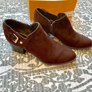 Unisa Dark brown Suede Ankle Shoe Boot EUC sz 6.5